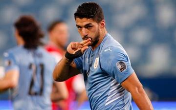 Luis Suarez khiến đồng đội cũ phản lưới và chấn thương, Uruguay giật lại 1 điểm từ tay Chile