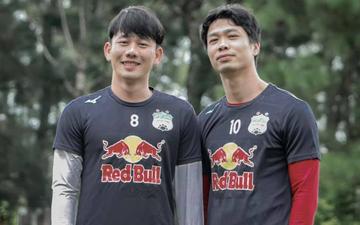"""Minh Vương đăng ảnh nắm tay Công Phượng, dòng trạng thái gây tò mò: """"Chả biết đá bóng với nhau được mấy năm nữa"""""""