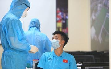 Tuyển nữ Việt Nam kiểm tra y tế trước khi bước vào buổi tập đầu tiên