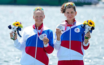 VĐV Mỹ khó chịu ra mặt khi chứng kiến người Nga giành huy chương tại Olympic Tokyo 2020