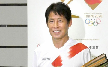 HLV Akira Nishino khẳng định sẽ tiếp tục làm việc tại nước ngoài khi tham dự lễ rước đuốc Olympic Tokyo 2021