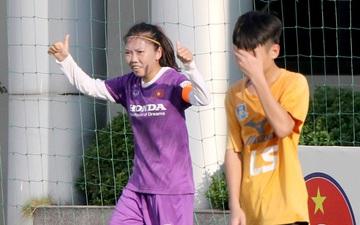 Huỳnh Như ghi bàn, tuyển nữ Việt Nam vẫn để thua U15 nam Futsal trong trận tái đấu