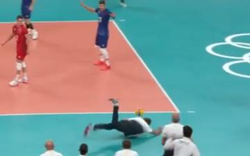 HLV bay người cứu thua ở trận tứ kết bóng chuyền Olympic