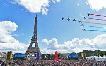Ảnh: Pháp đón đăng cai Olympic 2024 hoành tráng trước Tháp Eiffel
