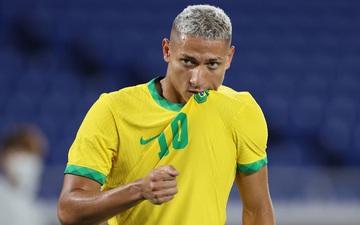 """Sao Brazil mải mê """"sống ảo"""", bỏ mặc Chủ tịch FIFA trong ngày giành HCV Olympic"""