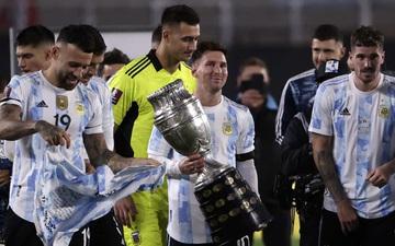 Messi nhòa lệ khi được ăn mừng vô địch Copa America với CĐV Argentina
