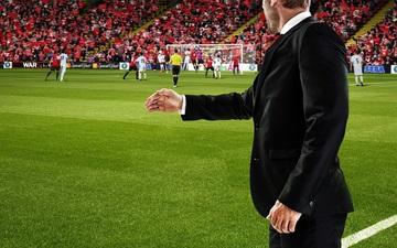 Mải chơi Football Manager trong giờ làm, người đàn ông nhận cái kết đắng