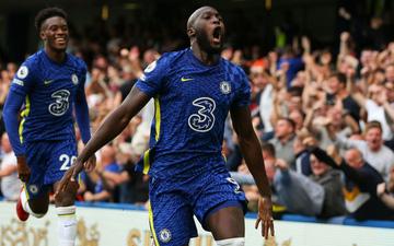 Cú đúp của Lukaku đưa Chelsea vượt MU lên dẫn đầu bảng