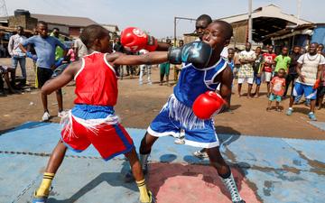 Boxer nhí người Nigeria và giấc mơ trở thành nhà vô địch thế giới giống Anthony Joshua