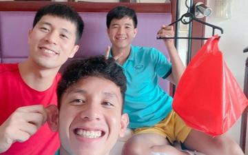 Cầu thủ tuyển Việt Nam đón Trung thu bằng đèn lồng tự chế độc đáo và hài hước