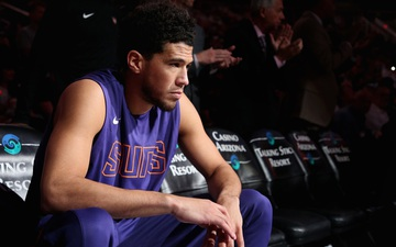 Devin Booker xác nhận dương tính với Covid-19, vắng mặt ở giai đoạn đầu kỳ hội quân NBA 2021/22