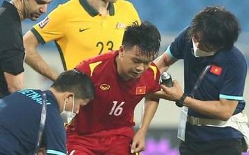 Thành Chung tập tễnh rời sân, hàng thủ tuyển Việt Nam lại thêm tổn thất