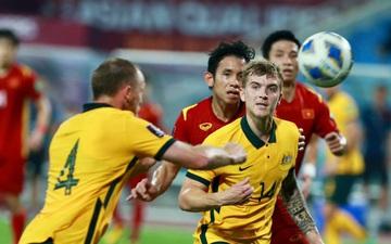 Bùi Tiến Dũng và Nguyễn Phong Hồng Duy cùng giật mình, thiếu ăn ý khi tuyển Việt Nam thủng lưới