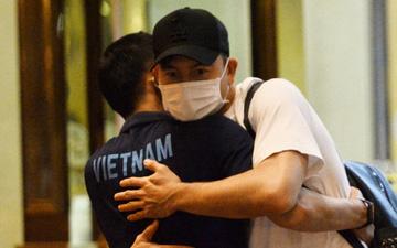 Văn Lâm chia tay ĐT Việt Nam sau bữa tiệc nhỏ, lên đường trở lại Nhật Bản