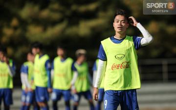 """Văn Toàn tái khẳng định Duy Mạnh đẹp trai sau biệt danh """"hot boy"""" từ BTC AFF Cup"""