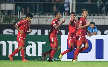 """Campuchia thua ngược 1-4 trong ngày """"quân sư quạt mo"""" Honda ra sân chỉ đạo"""