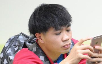 Đức Chinh, Quang Hải thử làm mái tóc hình nấm của Công Phượng