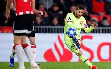 Pique chữa thẹn cho Messi sau tình huống đá phạt dở tệ