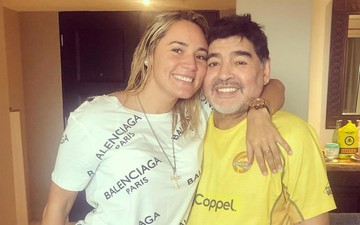 """Phóng hỏa đốt nhà, ăn trộm tiền bạc, giờ Maradona còn bị cô bồ đáng tuổi cháu """"đá đít"""" khỏi nhà của mình"""