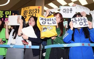 Không còn bị ném trứng thối, đội tuyển Olympic Hàn Quốc được chào đón như những người hùng ngày trở về