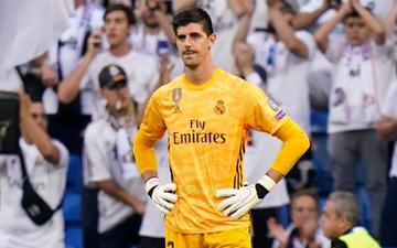 """""""Thánh nhọ"""" Courtois để thủng lưới hài hước, VAR cứu Real Madrid thoát khỏi trận thua nhục nhã trên sân nhà"""
