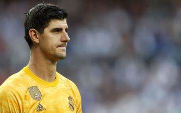 """Thủ thành từng chấp nhận mang tiếng """"làm phản"""" để gia nhập Real Madrid tiếp tục phong độ tệ hại, bị HLV thay ra sau chỉ 45 phút có mặt trên sân"""