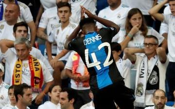 """Cầu thủ ít tên tuổi khiến hàng vạn CĐV Real Madrid câm lặng bằng cú đúp bàn thắng rồi tiếp tục """"trêu ngươi"""" bằng pha ăn mừng mang thương hiệu Ronaldo"""
