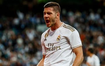 """Tân binh đắt giá cuối cùng cũng chịu """"nổ súng"""", Real Madrid vùi dập đối thủ để áp sát ngôi đầu của Barcelona"""