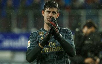 """Thủ thành """"thảm họa"""" phá kỷ lục của người tiền nhiệm, Real Madrid thắng đậm để bám sát gót kình địch Barcelona"""