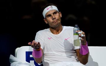 """Nadal bất ngờ """"sấp mặt"""" ở trận ra quân tại giải đấu dành cho 8 tay vợt nam hay nhất thế giới"""
