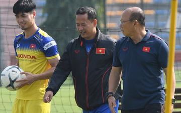 """Công Phượng mải mê """"biểu diễn"""", được thầy Park nhắc nhở riêng trong buổi tập sau trận đấu với UAE"""