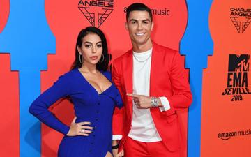 Báo Ý đồng loạt đưa tin sốc về Ronaldo và Georgina: Khẳng định cặp đôi đã bí mật làm đám cưới