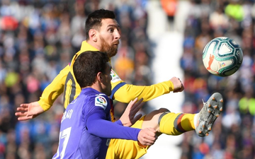 Barcelona và Messi chật vật vượt qua đội cuối bảng nhờ bàn thắng gây tranh cãi