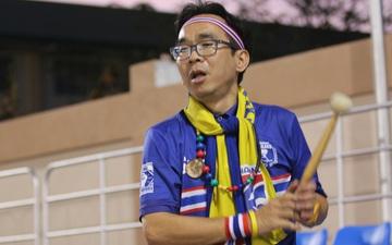 Cổ động viên duy nhất của tuyển nữ Thái Lan trên khán đài cổ vũ đến khản giọng và cái kết đầy viên mãn