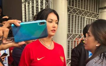 """Trợ lý của HLV Park Hang-seo hài hước khi không biết Maria Ozawa là ai: """"Thấy mọi người vào chụp ảnh nên cũng ngó nghiêng tí"""""""