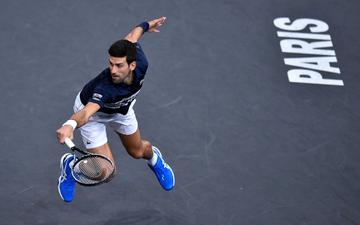 """Nadal bất ngờ bỏ cuộc, Djokovic hạ gục """"tiểu Federer"""" để tiến sát ngôi vô địch Paris Masters"""