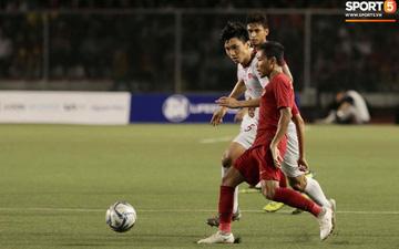 """Báo Indonesia: """"Văn Hậu cố tình đạp vào chân khiến Evan Dimas chấn thương nặng"""""""