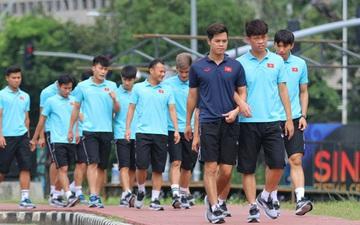 U22 Việt Nam đi bộ khởi động giữa buổi trưa nóng nực trước giờ đá trận chung kết SEA Games 30