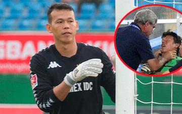 """Cựu thủ môn U23 Việt Nam lên tiếng về bức ảnh bị bóp cổ ở SEA Games: """"Thầy muốn tôi ở lại để chứng kiến thất bại của đội nhà"""""""