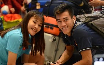 Đội U22 và tuyển nữ Việt Nam hoàn thành xong thủ tục, lên máy bay trở về nước