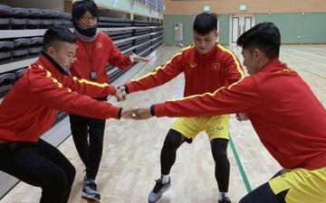 """Thời tiết bất lợi, các tuyển thủ U23 Việt Nam """"luyện công"""" trong nhà thi đấu Tongyeong"""