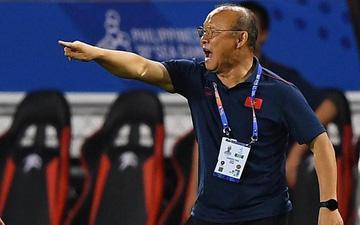HLV Park Hang-seo lao vào sân, CĐV la ó vì trọng tài cướp trắng quả phạt góc của U22 Việt Nam