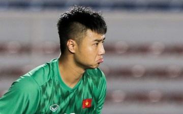 Thủ môn U22 Việt Nam bĩu môi sau pha bắt bóng lập bập, hai lần khiến NHM thót tim trong chiến thắng trước Singapore