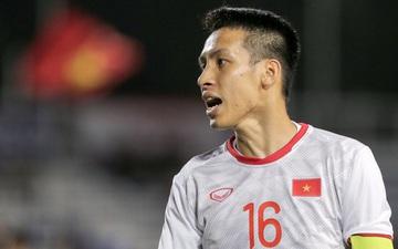 """Cùng """"tạo nghiệp"""", đội trưởng U22 Việt Nam lại được tán dương hơn hẳn trò câu giờ của cầu thủ Singapore"""