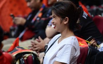 Fan nữ có tâm nhất quả đất của đội tuyển bóng rổ Việt Nam: Bay một mình hơn nghìn cây số chỉ để khuyên cầu thủ... cắt tóc cạo râu