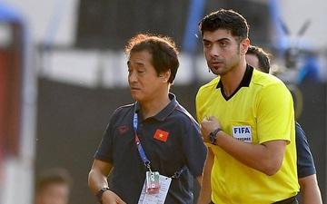 Trợ lý HLV Park Hang-seo bất ngờ phải nhận thẻ vàng trong trận U22 Việt Nam gặp U22 Thái Lan