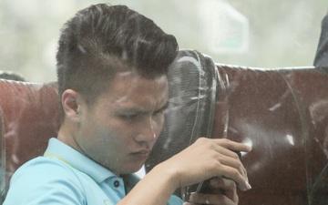 Quang Hải chấn thương vẫn xin được xuống sân cổ vũ các đồng đội đấu U22 Thái Lan