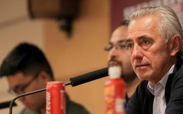 Thêm một HLV từng dự World Cup bị sa thải sau khi đối đầu thầy Park: Đến lượt ông Akira Nishino lo lắng?