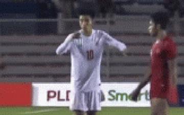 """Tiền đạo Indonesia ăn mừng như """"ma nhập"""" để câu giờ khiến đối thủ bực tức trong trận bán kết SEA Games 2019"""