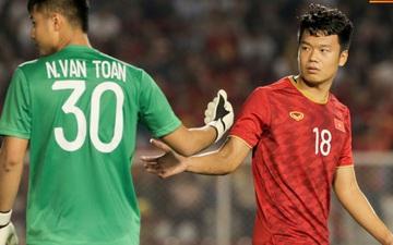 """Văn Toản bị đàn anh """"lườm cháy mặt"""" vì suýt tái hiện sai lầm trong trận thắng Campuchia ở bán kết SEA Games 30"""